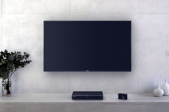 Panasonic mit 4K-Offensive. UHD-Blu-ray-Player UD704 und OLED-TV W904_GX80.